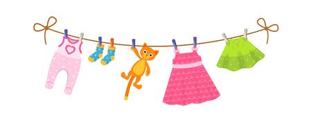 Kinderkleidung auf der Wäscheleine. Trocknen von Kinderkleidung und Accessoires nach dem Waschen an einem Seil. Babykleidung für neugeborene Mädchen. Strampler, Socken, Kleid, Kinderrock, Plüschkatze. Vektor-Cartoon.
