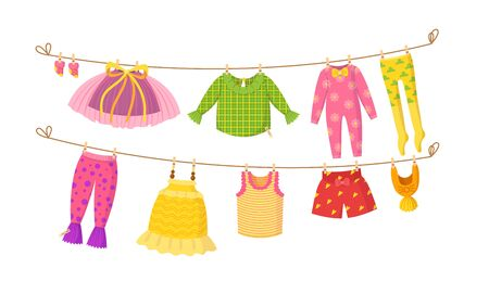 Kids dry clothes on clothesline vector cartoon illustration Vettoriali