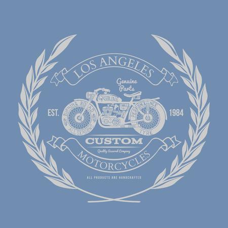 motor race: Hand Getrokken Vintage Motorfiets T-shirt Design Stock Illustratie