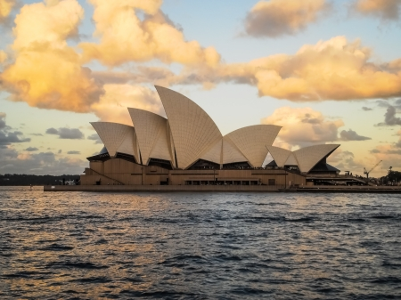 sydney opera house with clwar sky and beautiful clound Stock Photo - 15625431