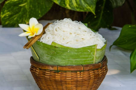 rice noodle with white-yellow flower in bamboo basket
