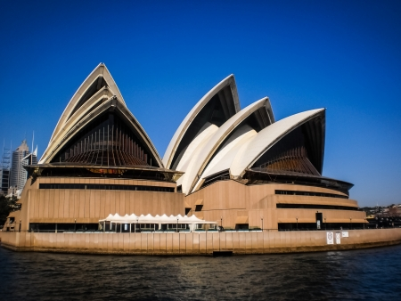 utzon: SYDNEY-SEPTEMBER 22   Sydney opera house with blue sky in  Sydney,Australia on 22 September 2012