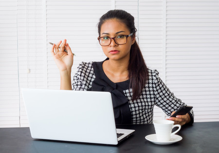 operaia: Woman working working in the office. Archivio Fotografico