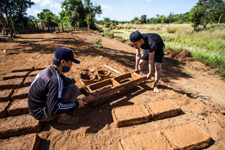 earthen: How to make earthen  brick. Editorial