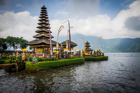 pura: Pura Ulan Danu Beratan in Bali,Indonesia.