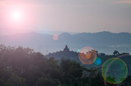 Borobudur pohled na východ slunce z Setumbu Hill.