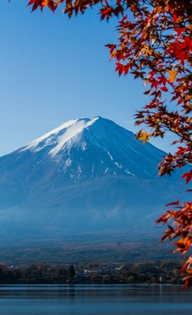 Mt.Fuji view with maple leaves foreground. Imagens