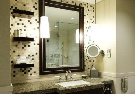 ホテルや高級コンドミニアムでモダンなバスルーム 写真素材