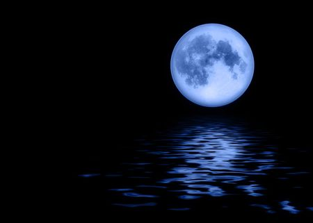 Full blue moon above calm waters on a clear night Archivio Fotografico