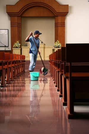 A Janitor mopping the floors of a church in Kalimantan (Borneo), Indonesia. Redactioneel