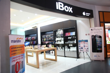 retailer: Cilandak Town Square, Jakarta, Indonesia - October 12, 2013: iBox outlet in Cilandak Town Square, Jakarta. iBox is one of the few Apple authorized retailer in Indonesia.