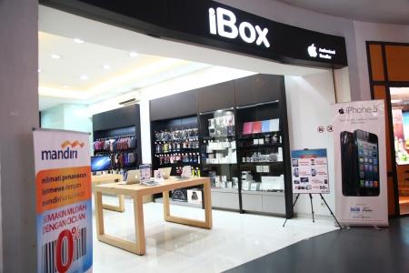 authorized: Cilandak Town Square, Jakarta, Indonesia - October 12, 2013: iBox outlet in Cilandak Town Square, Jakarta. iBox is one of the few Apple authorized retailer in Indonesia.