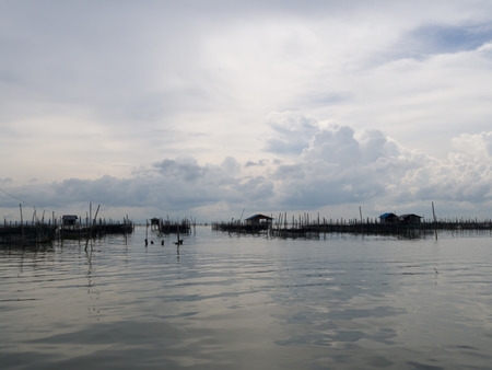 fischerei: Homestay and floating basket in lake at Kohyo, Songkhla, Thailand with beautiful sky and clouds. This is traditional fisheries area. Lizenzfreie Bilder