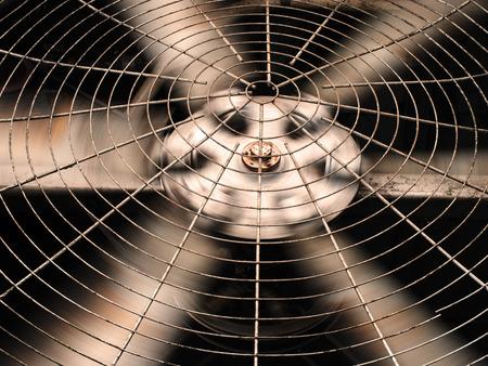 Lame di ventilazione HVAC (riscaldamento, ventilazione e aria condizionata) / Primo piano del ventilatore / Ventola di ventilazione industriale / Ventola di ventilazione / sistema di ventilazione del condizionatore Archivio Fotografico - 83794035
