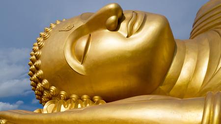 Reclining Golden Buddha face at wat Lampho, Khoyo, Songkhla Thailand. Gold Buddha statue. Standard-Bild