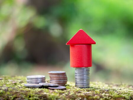 Growth coin stack with red house model. Savings budget plan for house. Investment mortgage fund finance property, home loan refinance concept. Reklamní fotografie