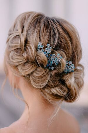 Close-up hairstyle of bride with braided hair, rear view Banque d'images - 133678569