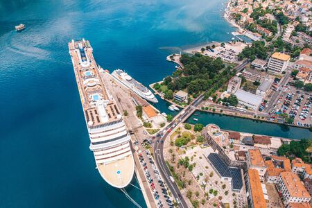 A large cruise ship moored in the bay of Kotor, Montenegro. Aerial view on a sunny day. Imagens