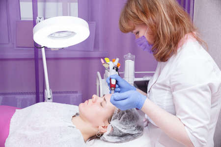 The process of mesotarpia with the introduction of serum under the skin