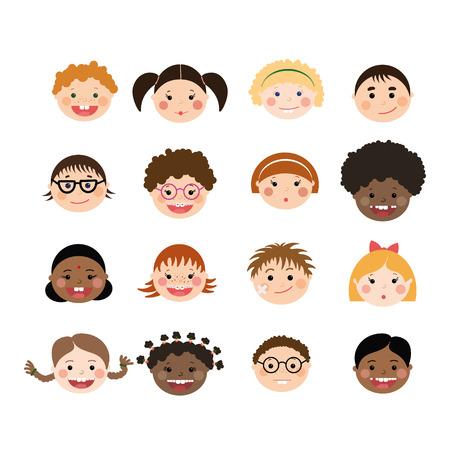 couleur de peau: Vector set des enfants visages souriants. Les enfants atteints de diff�rentes couleurs cutan�es, gar�ons et filles avec des coiffures, des verres, des accolades.