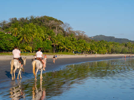 femme et cheval: �quitation au Costa Rica � Samara Beach