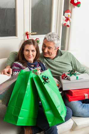 30 35 years: Couple in the sofa with presents