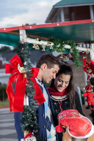 christmas gift: couple shopping gift for christmas