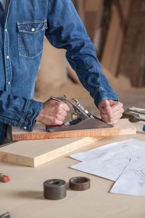 operaia: Carpenter lavorando Archivio Fotografico