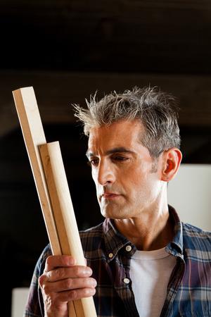 profile measurement: Carpenter working