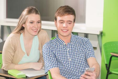 adolescentes estudiando: Teenagers Studying