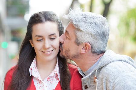pareja enamorada: Pareja en la calle