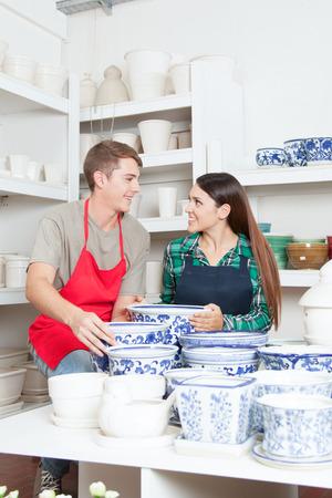 vendedores: Vendedores de clasificación cerámica Foto de archivo