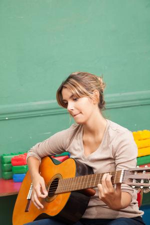 guitarra acustica: Profesor de tocar la guitarra