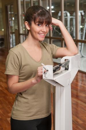 20 30 years: Woman weighting self