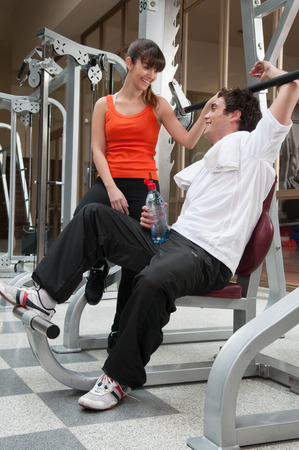 20 30 years: Couple talking in the gym