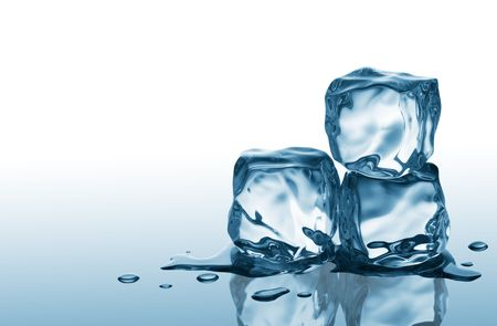 melting: tres cubitos de hielo en la superficie reflectante azul