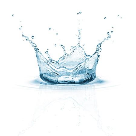 agua: salpicadura de agua sobre fondo blanco con rizo y reflexi�n