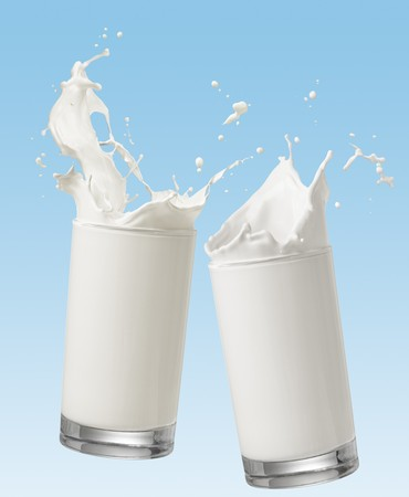 glass milk: dos vaso de leche tostaci�n con splash