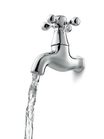 llave de agua: Grifo con que fluye agua sobre fondo blanco