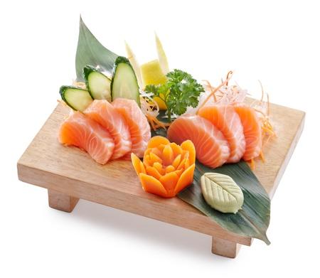 japanese sake: deliciosa sake (salmón) sahimi aislado en fondo blanco