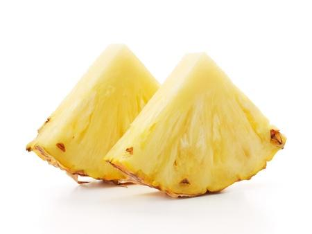 twee sneetjes ananas geïsoleerd op wit Stockfoto