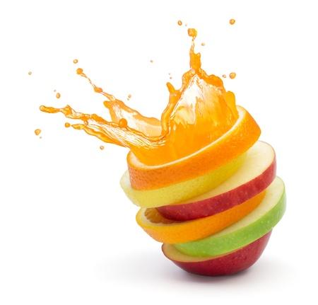 juice fruit: vari tipi di fette di frutta accatastati con splash, frutta concetto pugno