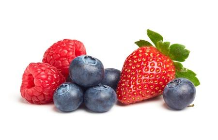 fresa: varios tipos de frutos de baya aislado en blanco Foto de archivo