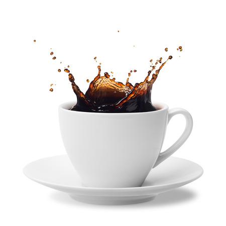 kopje spatten koffie op wit wordt geïsoleerd Stockfoto