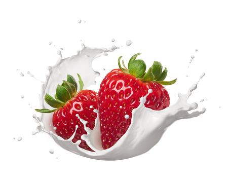 latte fresco: fragole con latte splash isolato su bianco