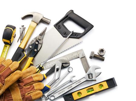 tool: Vielzahl von Werkzeugen vor weißem Hintergrund mit Kopie Raum