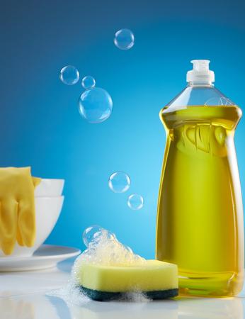 lavar platos: productos para lavar platos con burbujas, jabón y vajilla