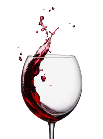 glass of splashing red wine isolated on white Banque d'images