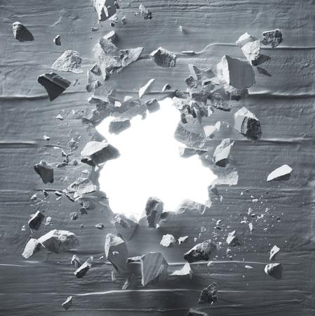 Rissige Wand mit Explosionsloch und Schutt Standard-Bild - 81876143