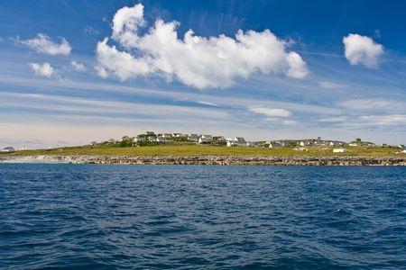 aran islands: Inisheer Isla desde las Islas Aran, el condado de Clare, Irlanda.